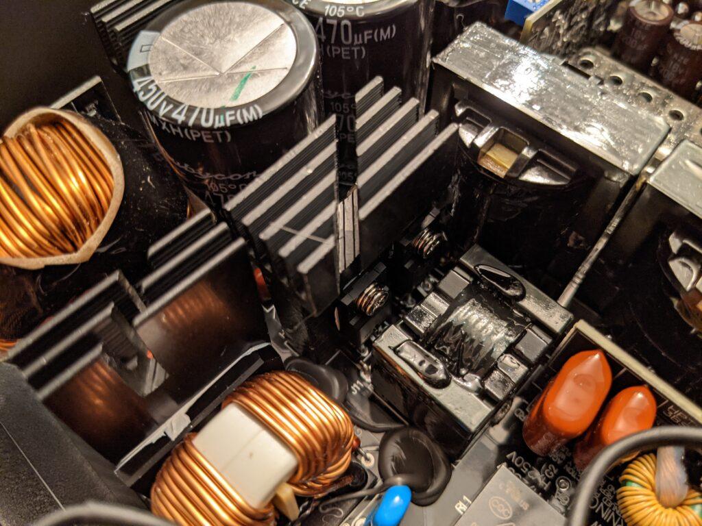 FSP Hydro PTM Pro PSU 1000W Heat Sinks