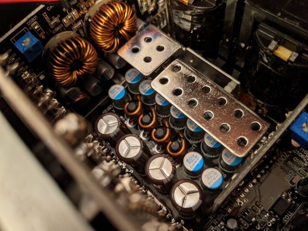 FSP Hydro PTM Pro PSU 1000W Heatsink Choke Cap